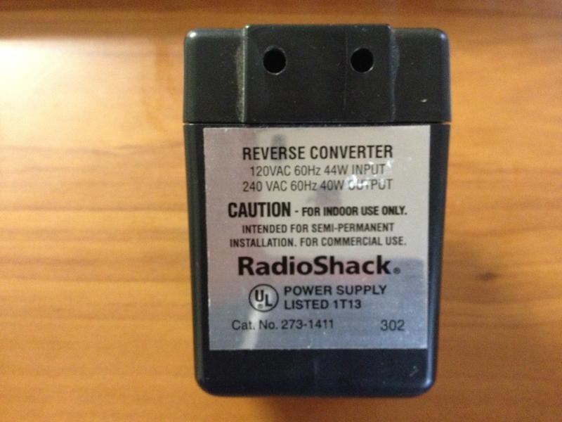 Radio Shack에서 구입한 220V를 110V로 바꿔주는 변압기