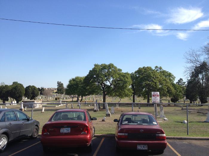 UNT 근처 공동묘지